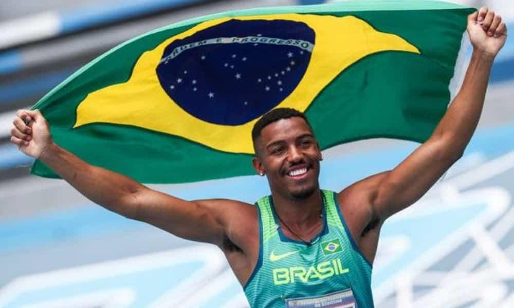 Erik comemora vitória nos 100 m no Sul-Americano Sub-23 (Wagner CarmoCBAt)