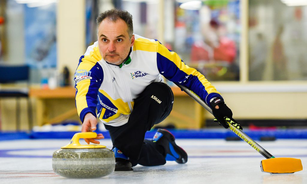 Marcelo Mello, integrante da equipe brasileira que tenta vaga ao Mundial de Curling