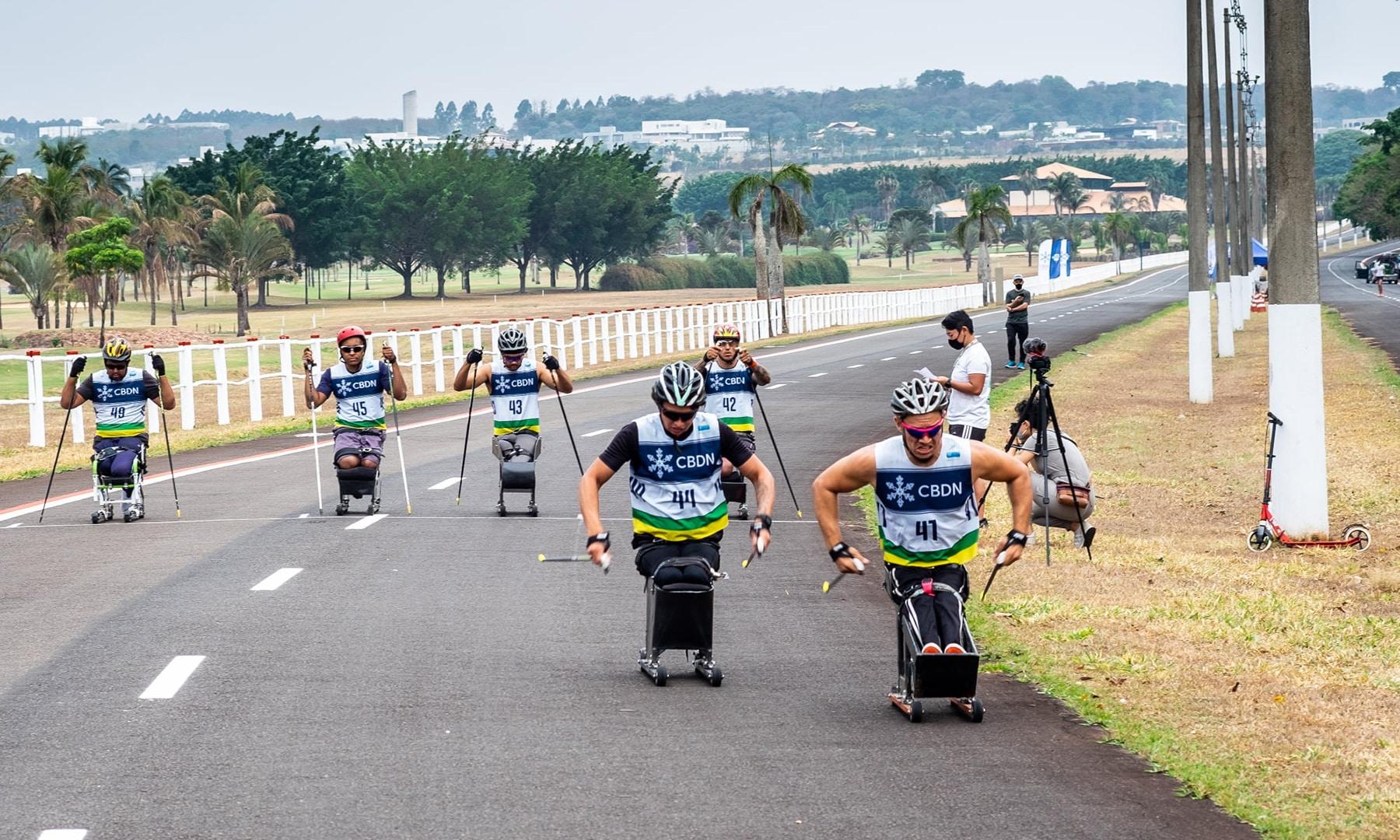 Rollerski movimenta atletas do esporte paralímpico de inverno do Brasil