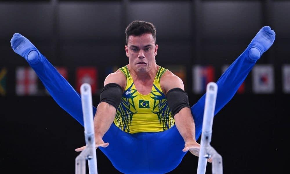 Caio Souza é o primeiro brasileiro a participar da final de paralelas em Mundial
