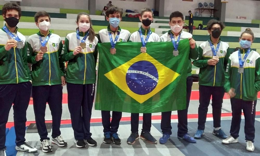 Laura Correia Brasil fatura mais sete medalhas no Sul-Americano de esgrima